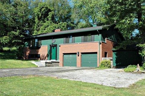 4390 Winchester Dr, Hampton, PA 15101