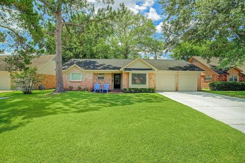 Photo of 10411 Timberoak Dr, Houston, TX 77043