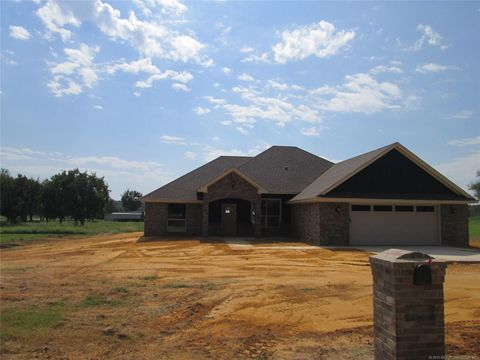 Photo of 55 Meadow View Ln, Durant, OK 74701
