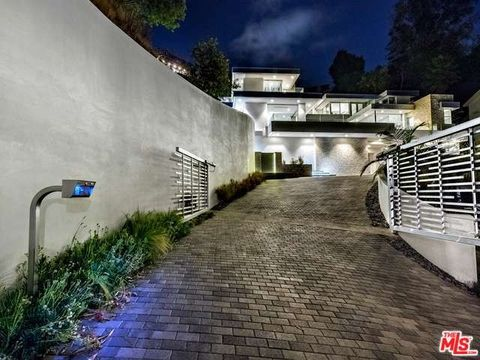 9311 Readcrest Dr, Beverly Hills, CA 90210