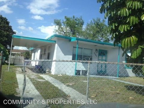 Photo of 3401 Nw 7th Ct, Lauderhill, FL 33311