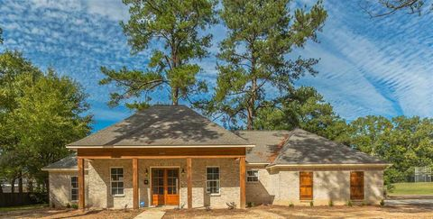 Photo of 1090 Meadow Heights Rd, Jackson, MS 39206