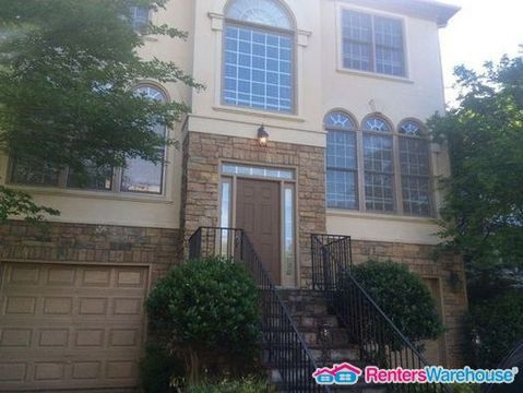 Photo of 2462 Vivian Cir, Decatur, GA 30030