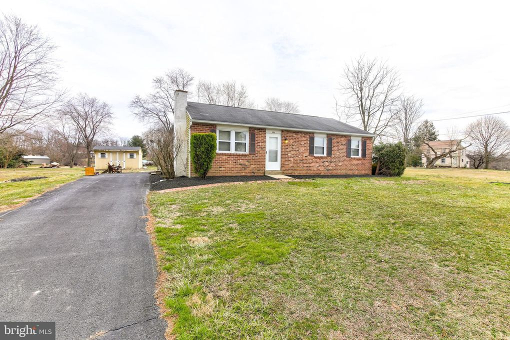 102 Waterway Rd Oxford, PA 19363