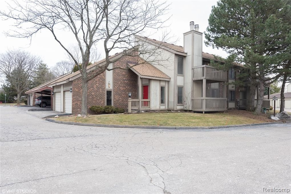 7480 N Brynmawr Ct West Bloomfield Township, MI 48322