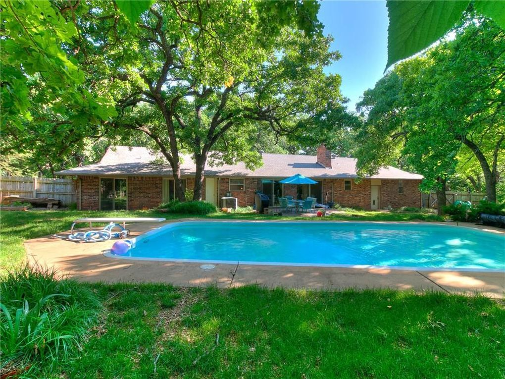 517 E Oak Cliff Dr Edmond, OK 73034