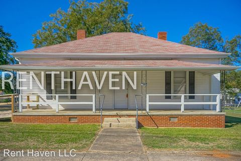 Photo of 901 N Sloan St, Clinton, SC 29325