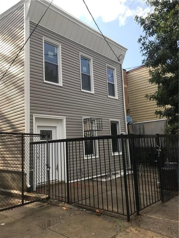 394 Essex St Brooklyn Ny 11208 Realtor Com