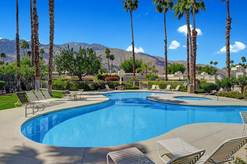 1561 S Cerritos Dr Palm Springs, CA 92264