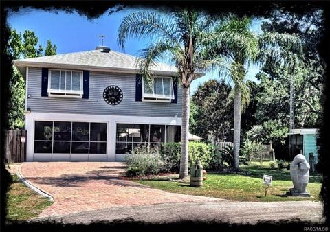 Photo of 11305 W Pool Ct, Crystal River, FL 34429