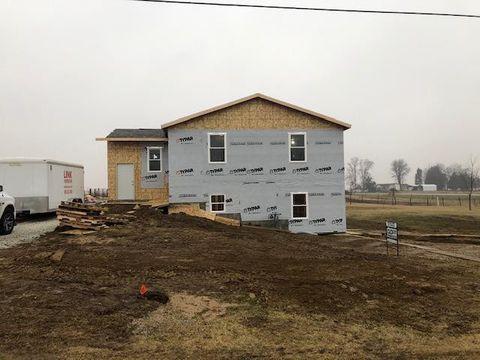 Photo of 105 Hillcrest Dr, Biggsville, IL 61418