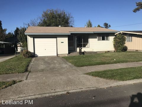Photo of 2017 E 12th St, The Dalles, OR 97058