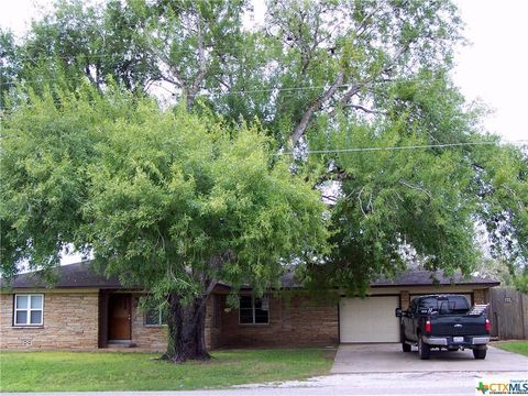 Photo of 139 E State Highway 72, Yorktown, TX 78164