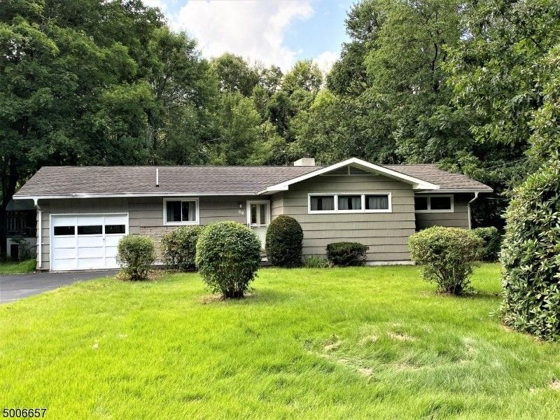 69 Mary Ann Rd Jefferson Township, NJ 07438
