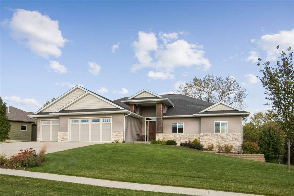 2415 Dempster Dr Coralville, IA 52241