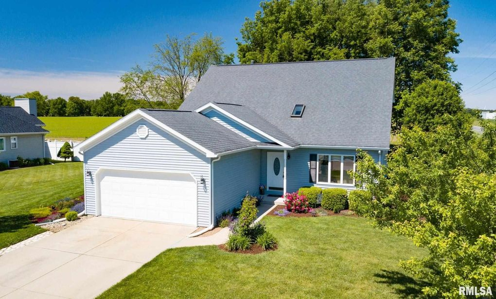 31 Westminster Dr Lincoln, IL 62656