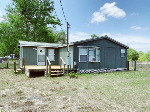 Photo of 535 Annette Ave, Interlachen, FL 32148