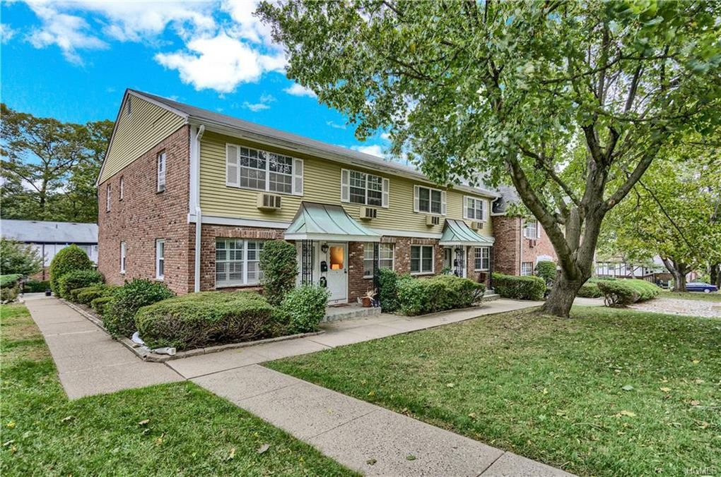 165 Parkside Dr Suffern, NY 10901