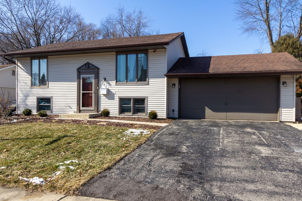 654 Springfield Dr Roselle, IL 60172