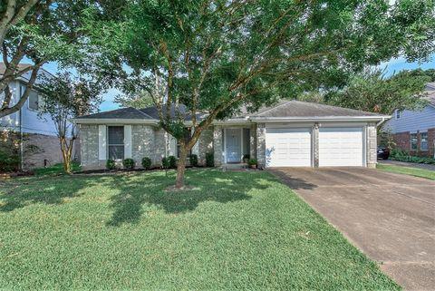 Photo of 15417 Stonehill Dr, Houston, TX 77062