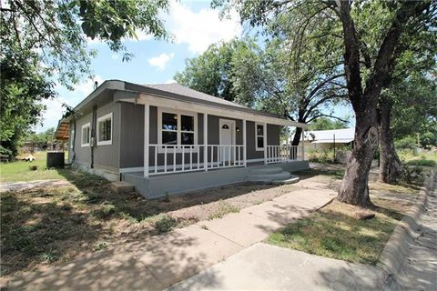 Photo of 1611 2nd St, Brownwood, TX 76801