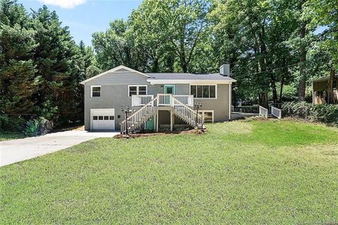 Photo of 2711 Allen Rd S, Charlotte, NC 28269