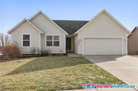 Photo of 1975 W Ferrel Dr, Olathe, KS 66061