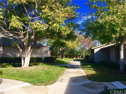 '8932 Amador Cir Unit 1314 B, Huntington Beach, CA 92646' from the web at 'https://ap.rdcpix.com/400229489/4cbd57c8d7e3a4c1d83f1785016792b1l-m0xd-w480_h480_q80.jpg'
