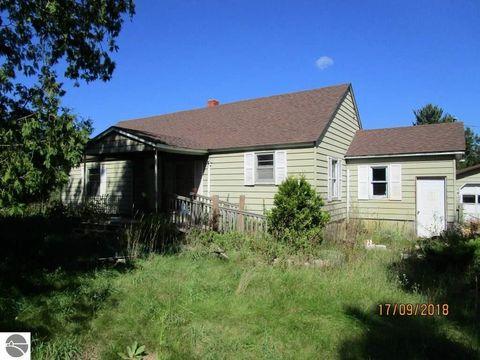 10305 E River Rd, Mount Pleasant, MI 48858