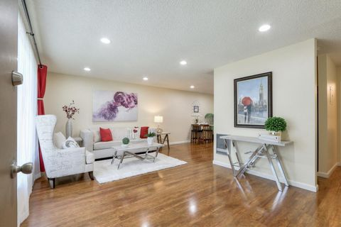 Photo of 490 Auburn Way Apt 17, San Jose, CA 95129