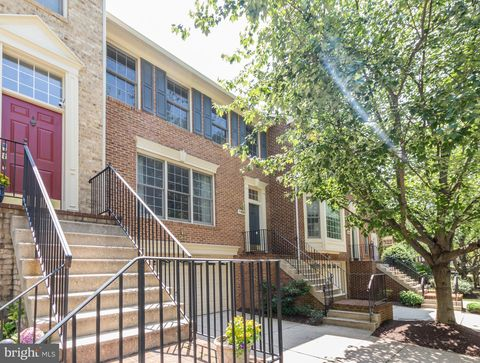 Photo of 11435 Hollowstone Dr, Rockville, MD 20852