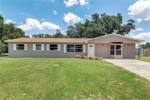 Photo of 1023 Milner Dr E, Lakeland, FL 33810