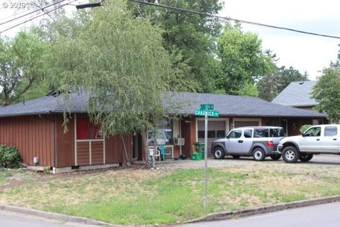 605 N 11th St, Cottage Grove, OR 97424