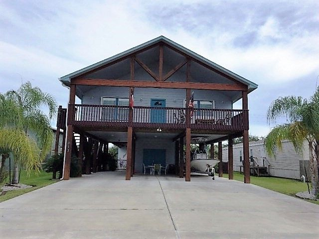 313 Coastal Oaks Loop, Port Oconnor, TX 77982