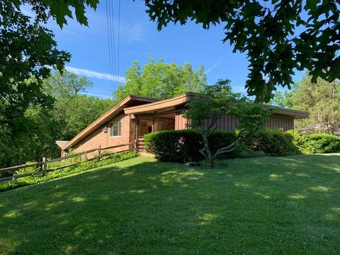 Photo of 431 Deanview Dr, Springfield Township, OH 45224