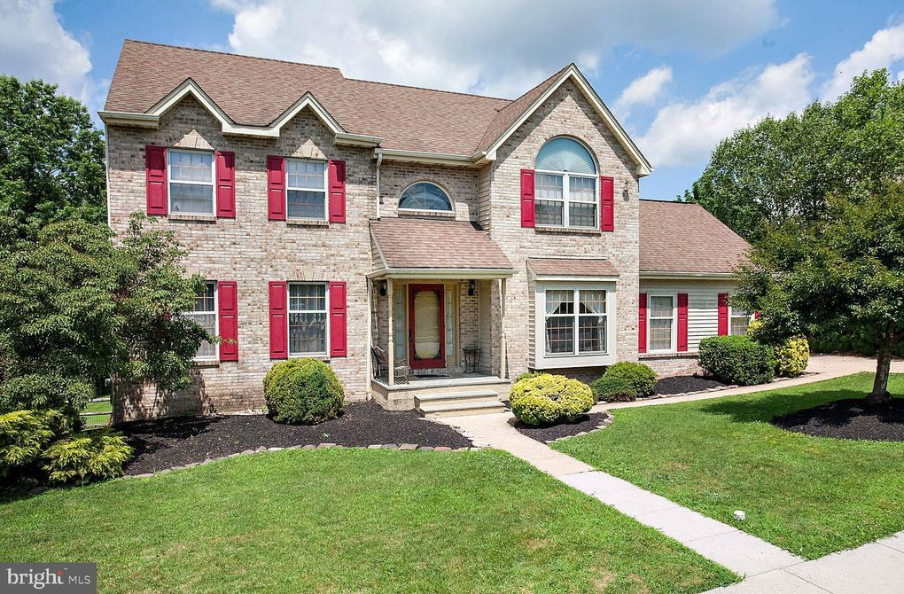 14 Lisa Marie Ln Collegeville, PA 19426