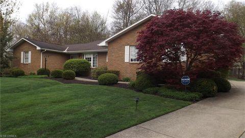 6847 Creekwood Ln, Mayfield Village, OH 44143