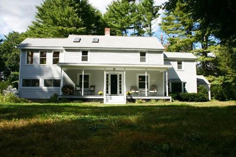 Photo of 31 Hillcrest St, Dunstable, MA 01827