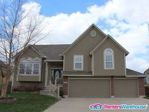 Photo of 2328 Sw Feather Ridge Rd, Lees Summit, MO 64082