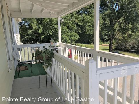 Photo of 803 N Mecklenburg Ave, South Hill, VA 23970