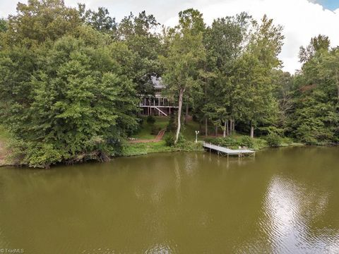 Photo of 3546 N Lakeshore Dr, Clemmons, NC 27012