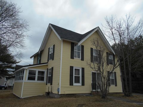Photo of 28 Bosworth St, Old Town, ME 04468