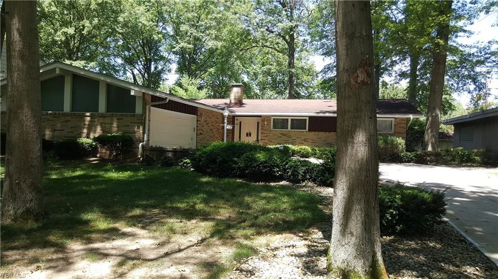 810 Red Hill Dr Lorain, OH 44052