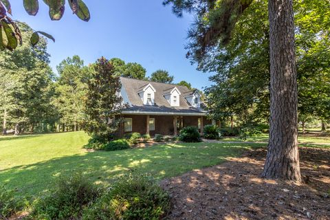 33 Pinedale Dr, Collins, MS 39428