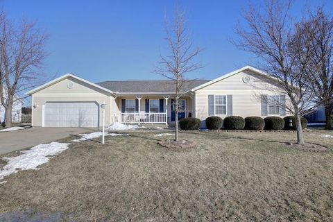 Photo of 807 S Scarborough St, Sidney, IL 61877