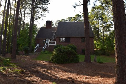 Photo of 113 Oxford Ct, West End, NC 27376