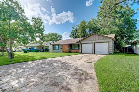Photo of 1529 15th Ave N, Texas City, TX 77590