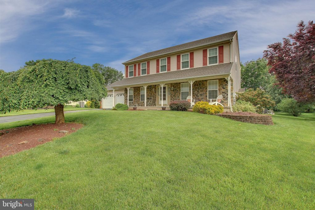 122 Kings Ct Chalfont, PA 18914