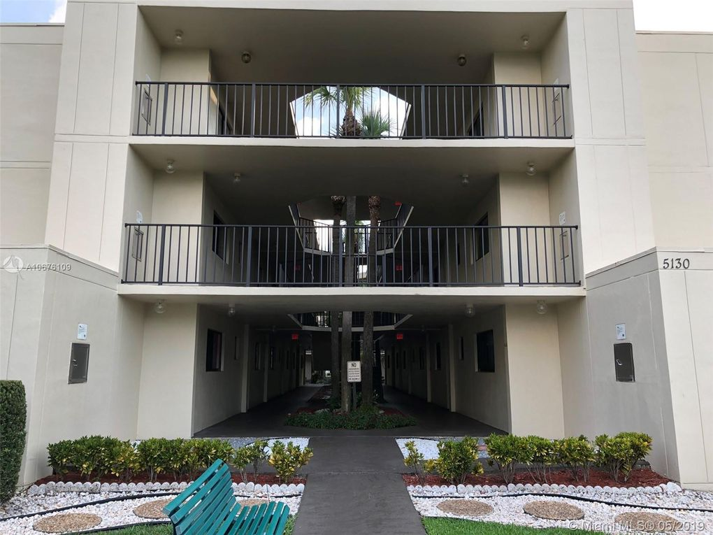 5130 Las Verdes Cir Apt 321, Delray Beach, FL 33484