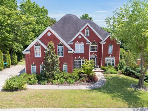 Photo of 6308 Marina Pointe Cir, Hixson, TN 37343